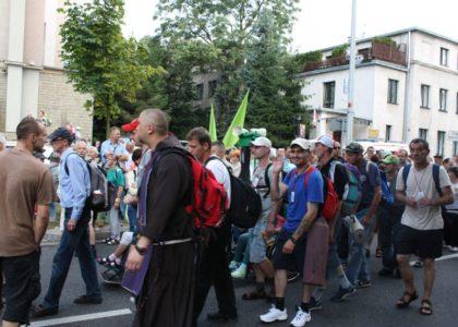 Bezdomni pielgrzymi wyruszyli na Jasną Górę